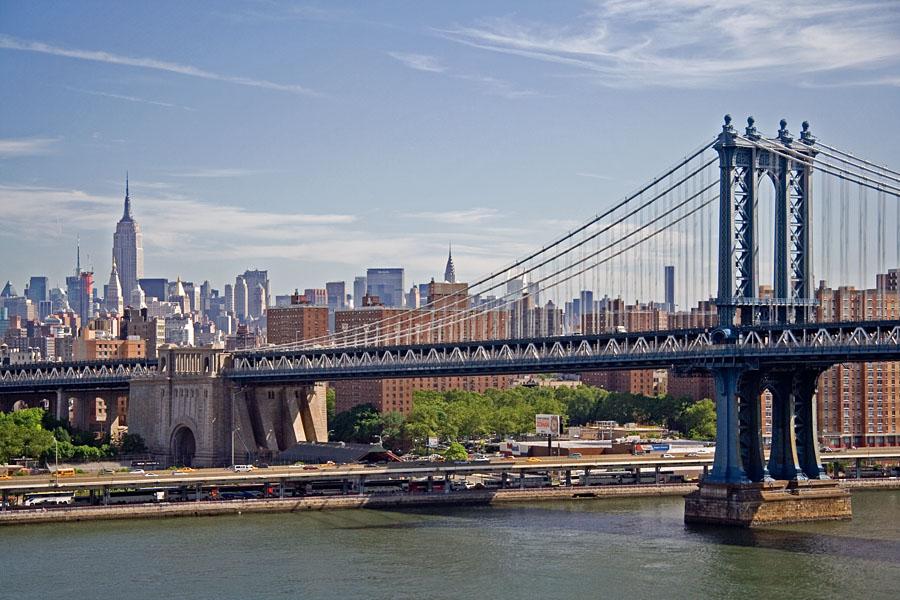 The Manhattan bridge and Manhattan skyscrapers
