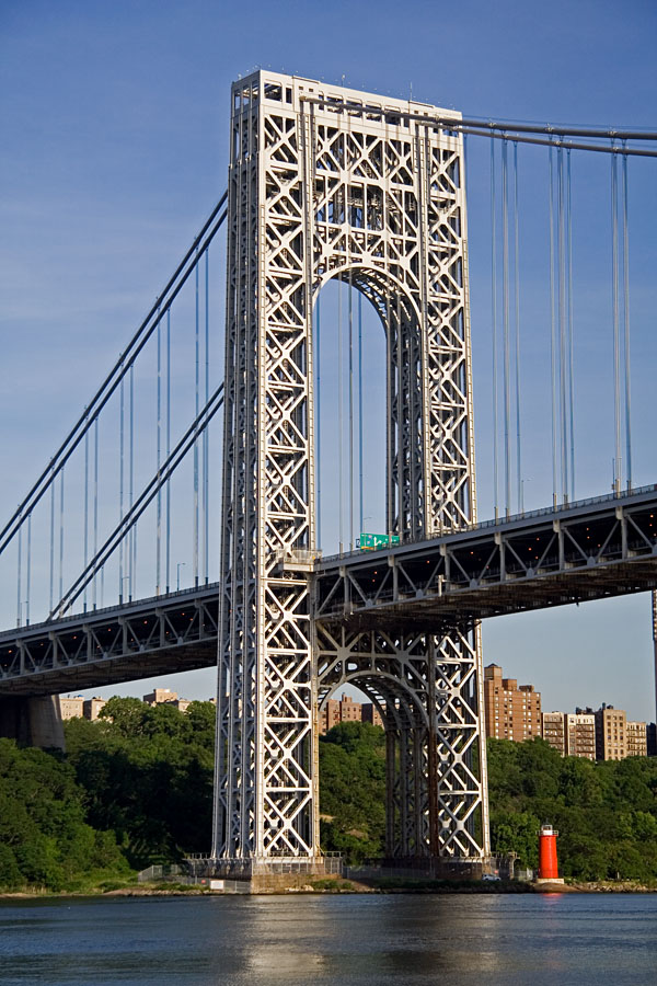 George Washington bridge ja Little red lighthouse