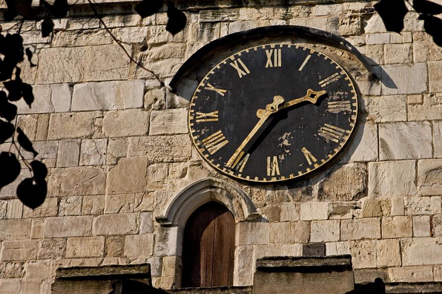 Kellotaulu kirkontornissa