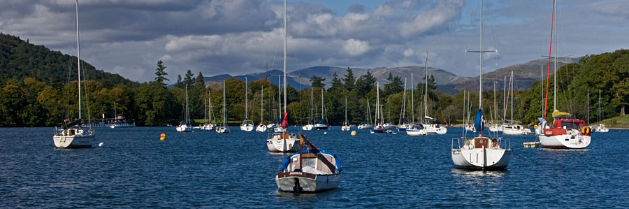 Purjeveneitä Lake Windermeerellä