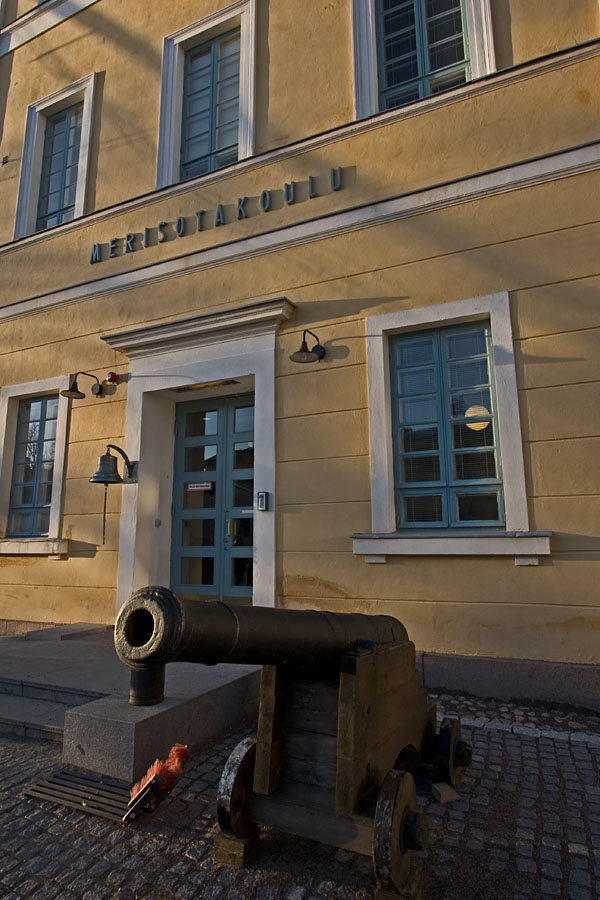 A cannon in front of the main building of the Finnish naval academy