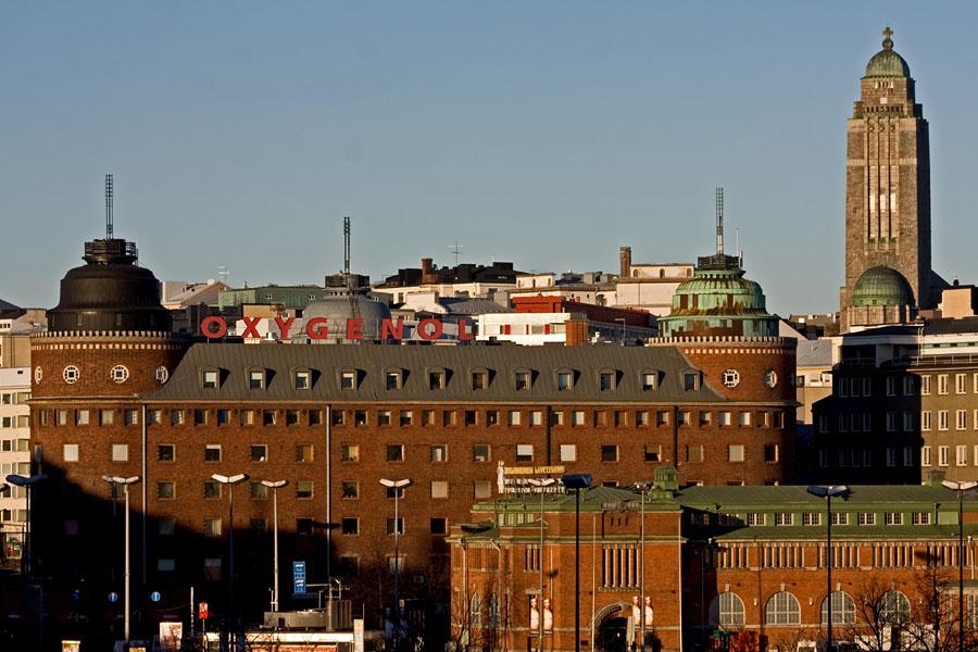 Lars Sonckin suunnittelemat Arenan talo ja Kallion kirkko, etualalla Hakaniemen kauppahalli