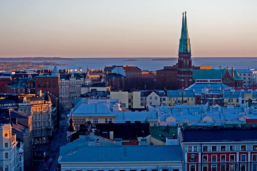 Johanneksenkirkko nousee Etelä-Helsingin kattojen ylle