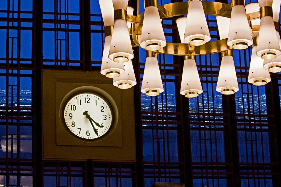 Lamppuja ja kello