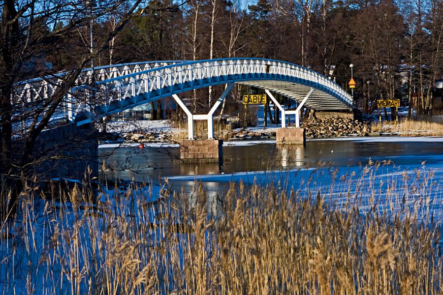 Laukkaniemensalmen ylittävä silta Kaskisaaren ja Lauttasaaren välissä