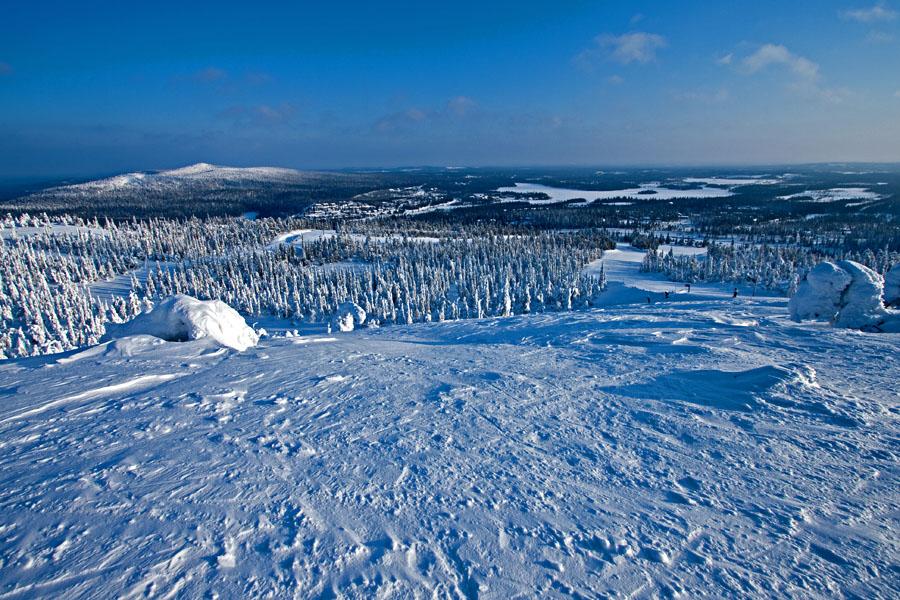 Rukan mastorinne, taustalla Valtavaara ja Vuosselijärvi