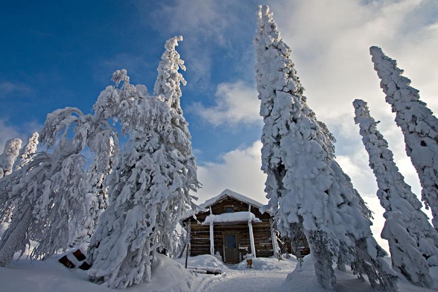 A log building atop Kumpuvaara