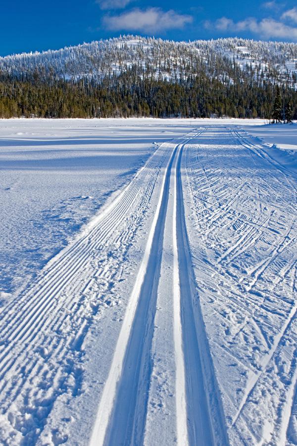 Ski track over Konttaisjärvi lake towards Valtavaara in Kuusamo