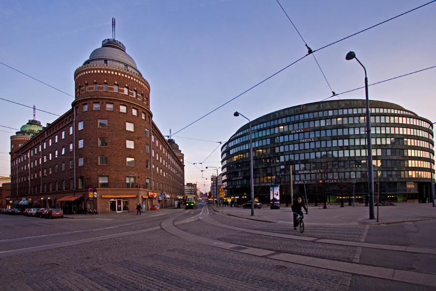 The intersection of Porthaninkatu, Toinen Linja and Siltasaarenkatu streets, Arena-building and ympyrätalo