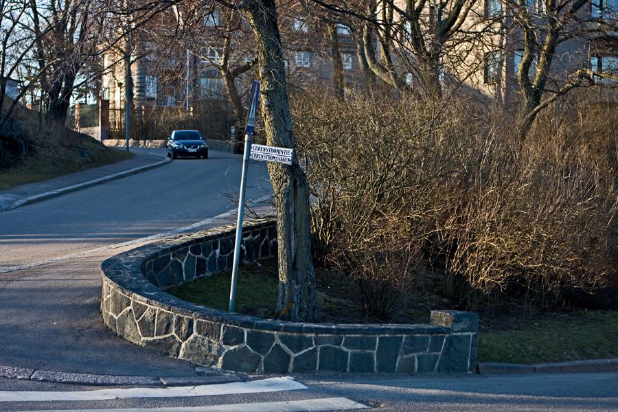 Ehrenströmintien ja Itäisen puistotien risteys Kaivopuistossa