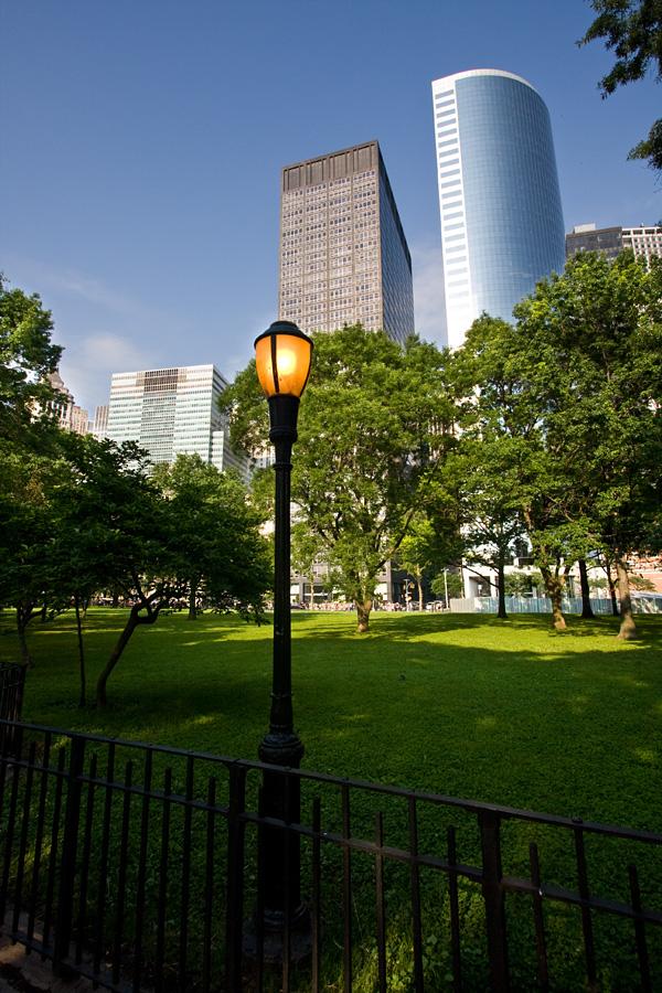 Manhattanin eteläkärjen pilvenpiirtäjiä Battery Parkin takana