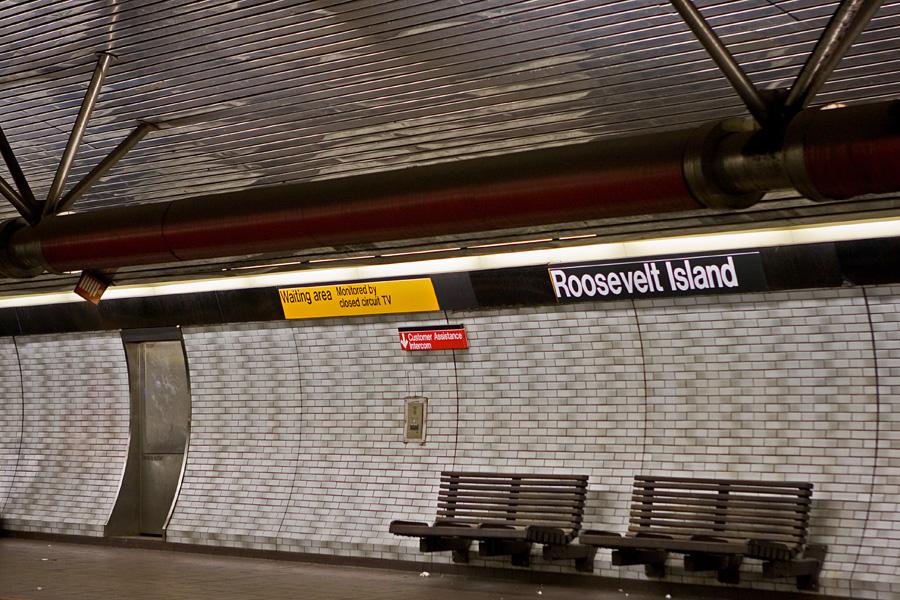 F-metrojunan asema Roosevelt Islandilla