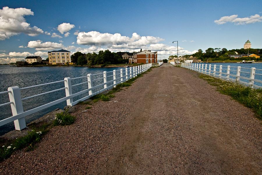 Länsi-Mustan ja Pikku-Mustan välinen kannas Suomenlinnassa
