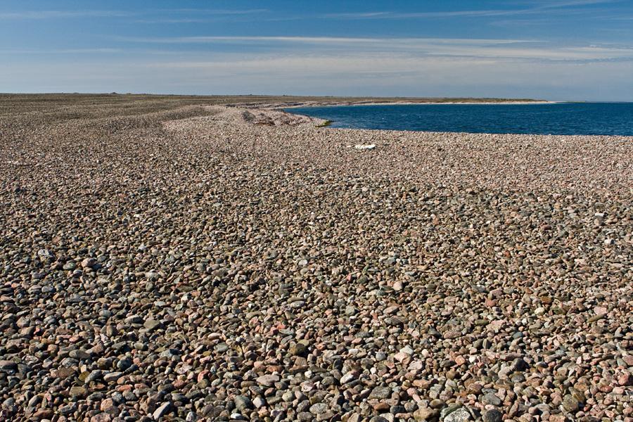 Kivikkoista rantaa Jurmossa