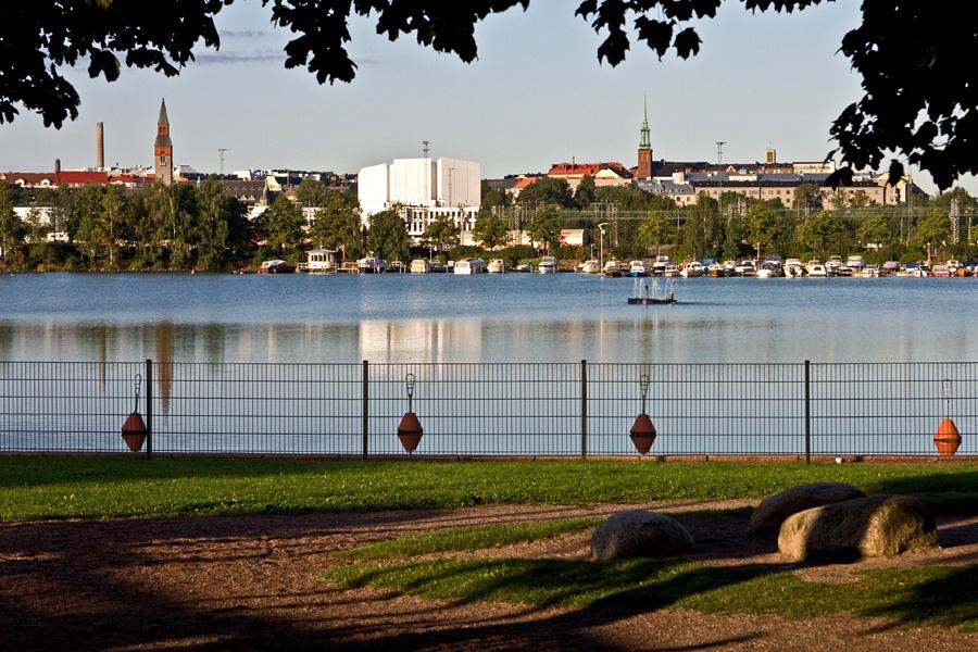 Näkymä Tokoinrannasta Eläintarhanlahden yli Töölöön