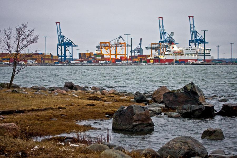 Vuosaaren satama Särkkäniemestä nähtynä