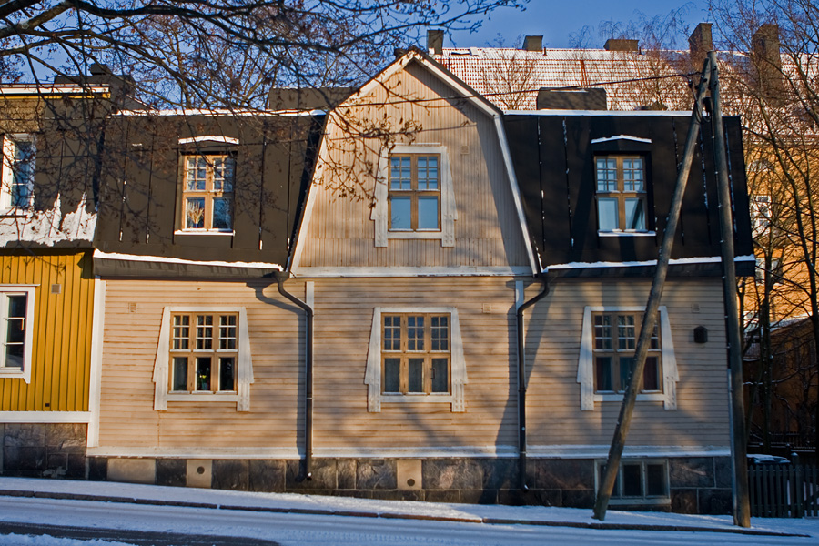 Wooden apartment building at Inarintie