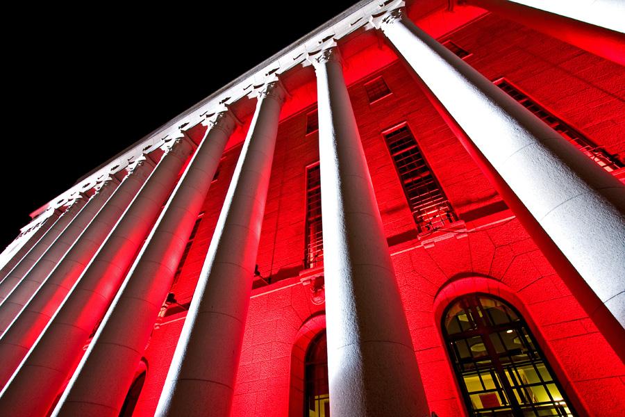 The light installation Oratoribus by Mikki Kunttu illuminates the parliament house