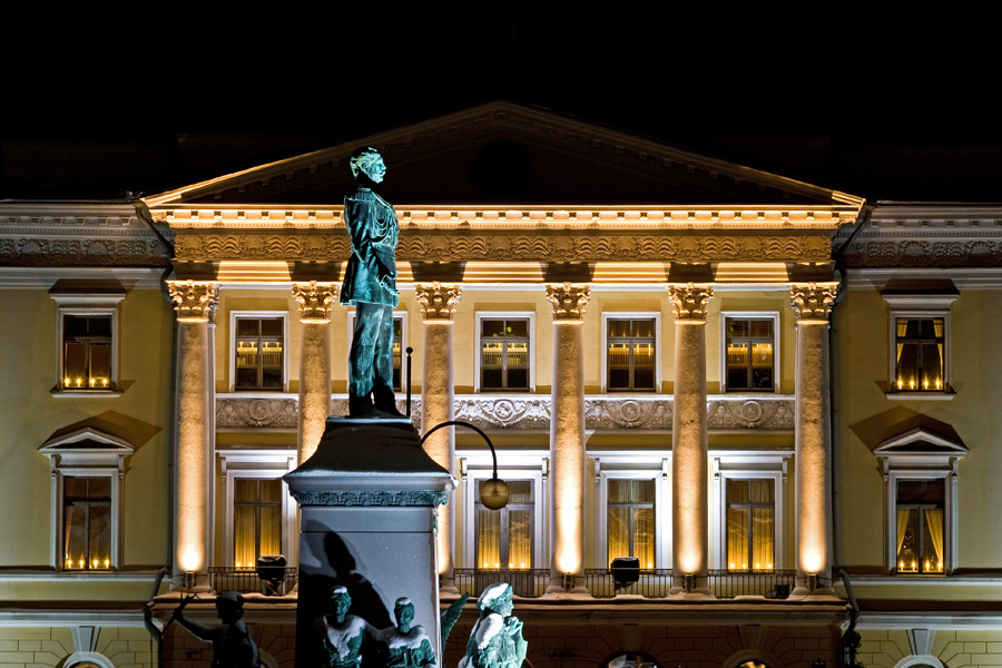 The statue of Alexander II and the government palace at Senaatintori