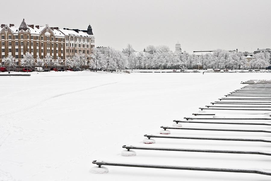 Eläintarhanlahti jään ja lumen peitossa