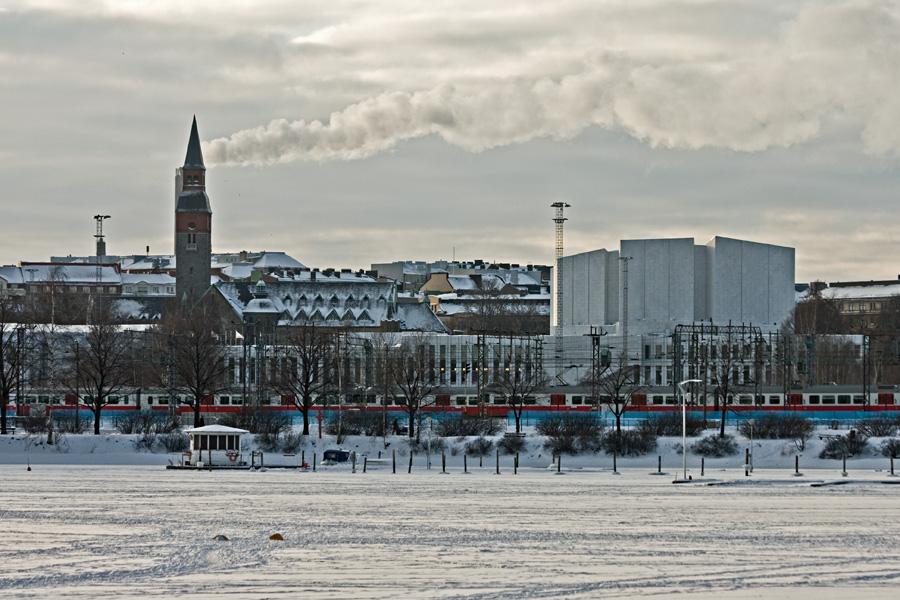 Eläintarhanlahti, taustalla kansallismuseo ja Finlandia-talo