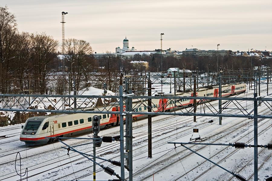 Sm3 eli Pendolino lähdössä Helsingin ratapihalta