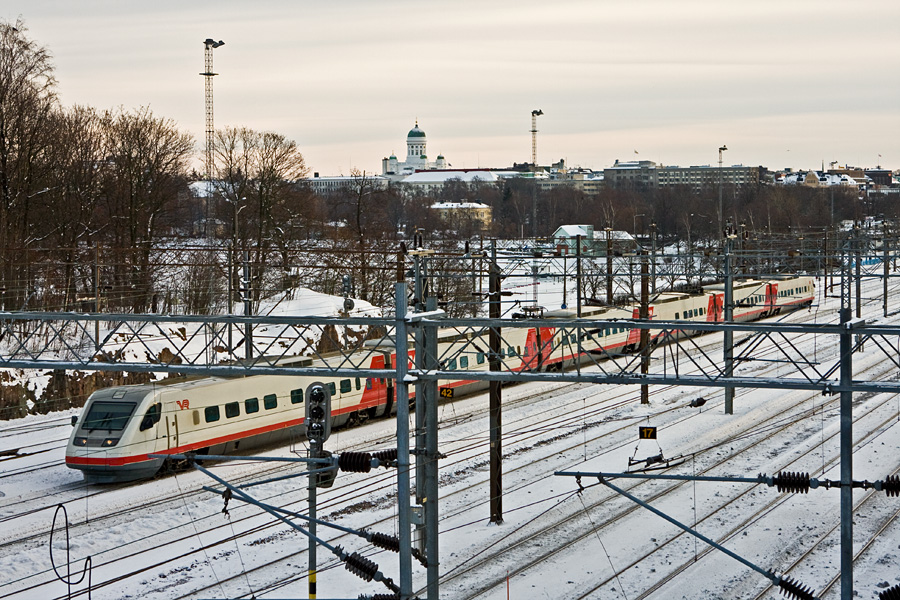 The Pendolino Sm3 train leaving from the Helsinki railyard
