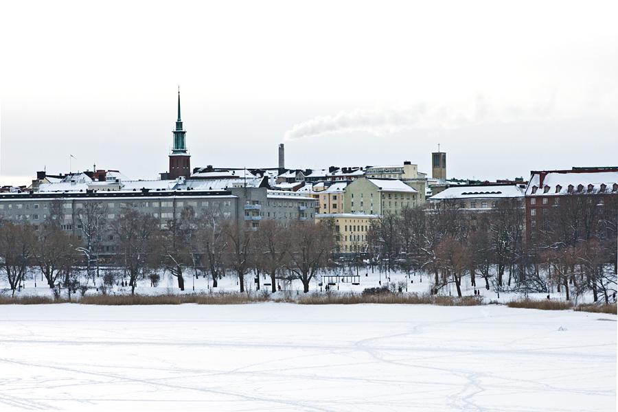 Hesperia park and Töölö district seen from Linnunlaulu over Töölönlahti bay