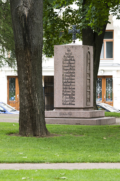 Muistomerkki Vanhassa kirkkopuistossa