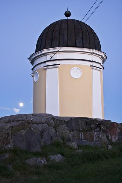 The Moon and the Ursa observatory at Ullanlinnanmäki