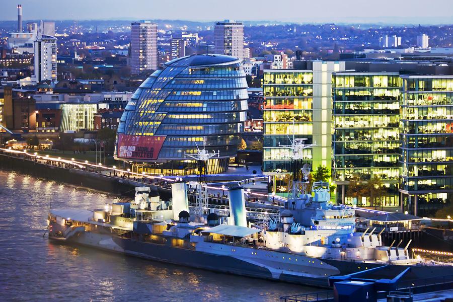 HMS Belfast ja Lontoon kaupungintalo