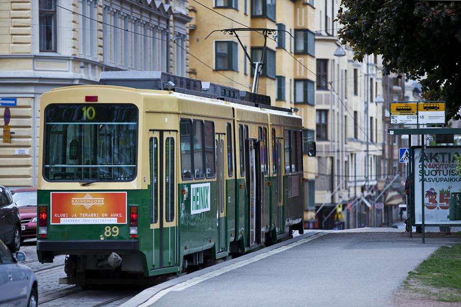 Tram 10 at Johanneksenkirkko stop